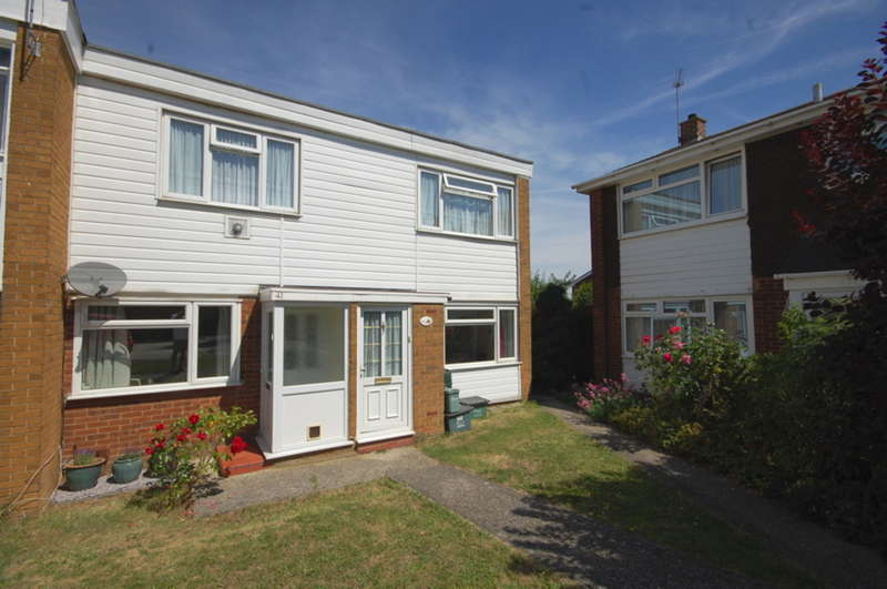 2 Bedrooms Maisonette Flat for sale in Tamar Rise, Old Springfield, Chelmsford, CM1