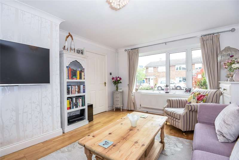 3 Bedrooms Semi Detached House for sale in St. Francis Close, Watford, WD19
