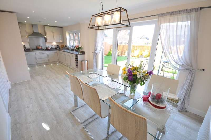 4 Bedrooms Detached House for sale in Old Tarnbrick Way, Kirkham, Preston, Lancashire, PR4 2SA