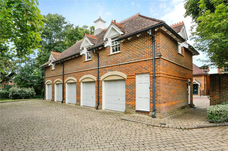 2 Bedrooms Flat for sale in Wethered Park, Marlow, Buckinghamshire, SL7