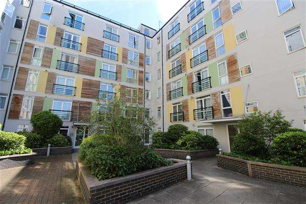2 Bedrooms Apartment Flat for sale in Foster House, Maxwell Road, Borehamwood