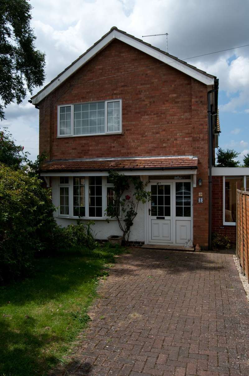 3 Bedrooms Semi Detached House for sale in Beech Road, Glinton, Peterborough, Cambridgeshire PE6
