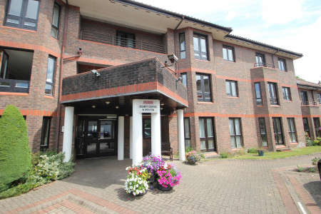 1 Bedroom Ground Flat for sale in Fosseway Court, Clifton, Bristol BS8 4EH