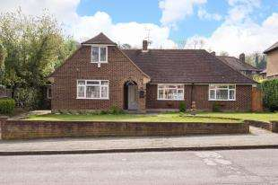 5 Bedrooms Bungalow for sale in Arundel Avenue, Sanderstead, South Croydon, Surrey