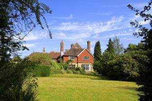 4 Bedrooms House for sale in Turners Hill Road, Crawley Down, West Sussex