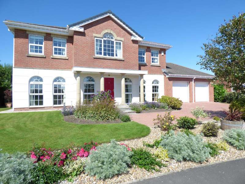 4 Bedrooms Detached House for sale in Grand Manor Drive, Cypress Point, Lytham