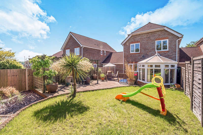 4 Bedrooms Detached House for sale in Bell Farm Gardens, Barming, Maidstone, ME16