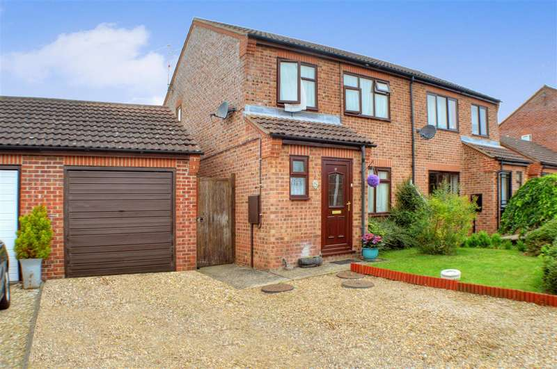 3 Bedrooms Semi Detached House for sale in Lavender Close, Sleaford