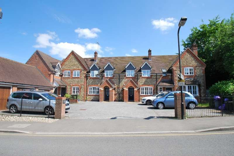 3 Bedrooms Detached House for sale in Fuller's Grove, Fuller's Hill, Chesham, HP5