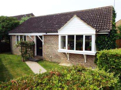 2 Bedrooms Bungalow for sale in Glemsford, Sudbury, Suffolk