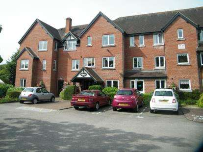 2 Bedrooms Flat for sale in Swan Court, Banbury Road, Stratford-Upon-Avon, Warwickshire