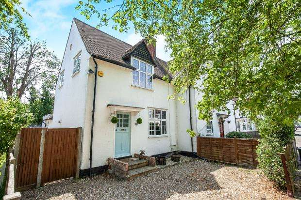 2 Bedrooms Semi Detached House for sale in West Byfleet, Surrey