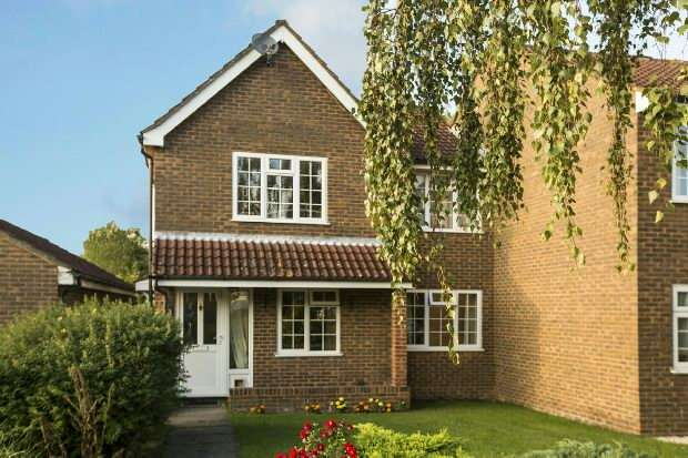 2 Bedrooms Maisonette Flat for sale in Robinson Court, Earley, Reading,