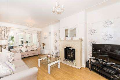 3 Bedrooms Semi Detached House for sale in Coronation Drive, Penketh, Warrington, Cheshire