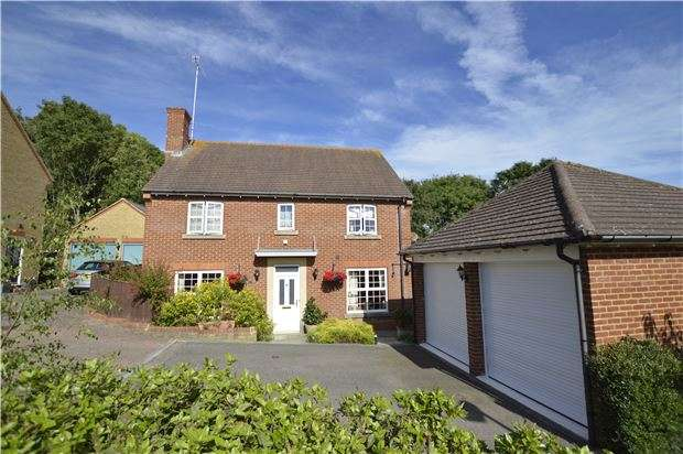 4 Bedrooms Detached House for sale in Newts Way, ST LEONARDS, TN38 9TH