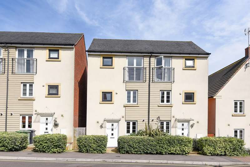 3 Bedrooms Town House for sale in Sinclair Drive, Basingstoke, RG21