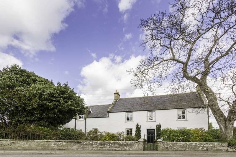 5 Bedrooms Detached House for sale in Crosston Farmhouse & Steadings, Aberlemno, Forfar, Angus, DD8 3PE