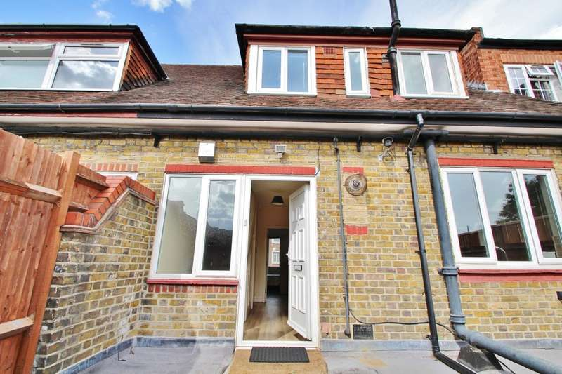 3 Bedrooms Flat for sale in Tolworth Broadway, Surbiton