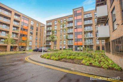 2 Bedrooms Flat for sale in Aquarius Court, 16 Zodiac Close, Edgware, Middlesex