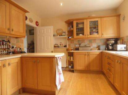 4 Bedrooms Bungalow for sale in Tewkesbury Road, Longford, Gloucester, Gloucestershire