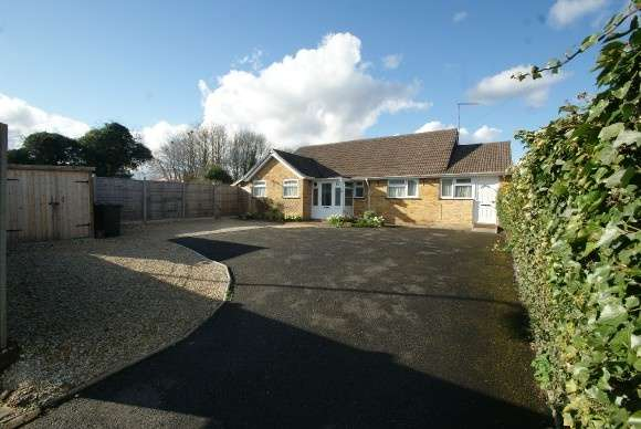 4 Bedrooms Detached Bungalow for sale in Harrow Way, Andover