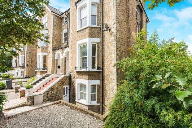 2 Bedrooms Maisonette Flat for sale in Richmond, London, .