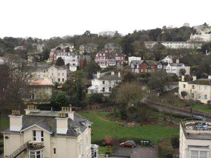 2 Bedrooms Flat for sale in Lower Woodfield Road, Torquay, Devon