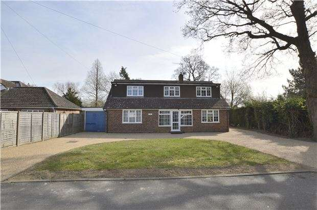 5 Bedrooms Detached Bungalow for sale in Smallfield, RH6