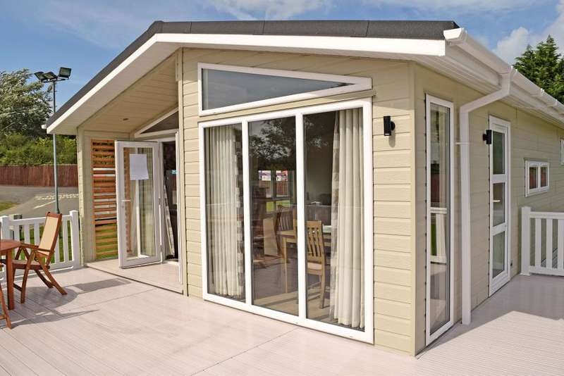 2 Bedrooms Mobile Home for sale in Nodes Point Holiday Park, St Helens, Isle of Wight, PO33 1YA