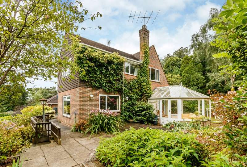 5 Bedrooms Detached House for sale in Farnham