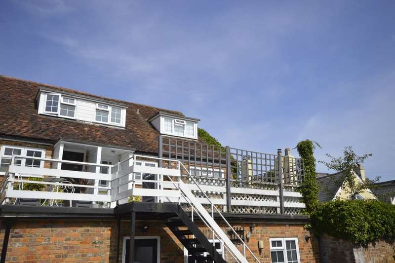 2 Bedrooms Flat for sale in High Street, Markyate, St. Albans, AL3