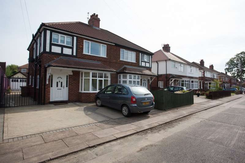 3 Bedrooms Semi Detached House for sale in FrusherAve, Grimsby, Lincolnshire, DN33