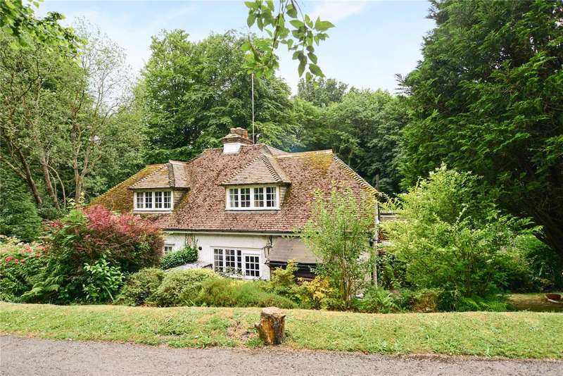 2 Bedrooms Semi Detached House for sale in Midhurst Road, Haslemere, Surrey, GU27