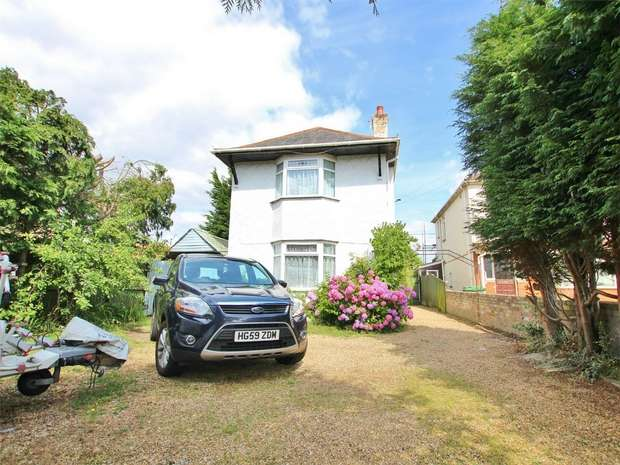 4 Bedrooms Detached House for sale in Wimborne Road, Oakdale, POOLE, Dorset