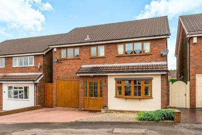 4 Bedrooms Detached House for sale in Linwood Drive, Hednesford, Cannock, Staffordshire