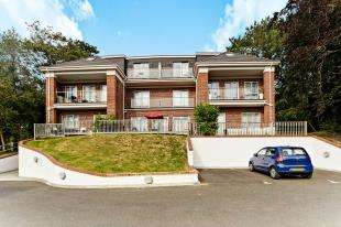 2 Bedrooms Flat for sale in Red House Apartments, 269 Sanderstead Road, Sanderstead, South Croydon