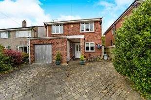 4 Bedrooms Detached House for sale in Hartland Way, Shirley, Croydon, Surrey