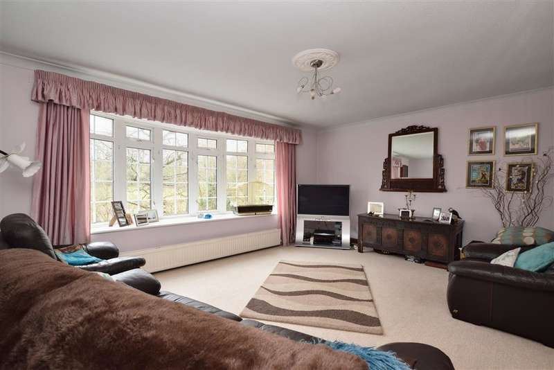 5 Bedrooms Town House for sale in Garden Wood Road, East Grinstead, West Sussex