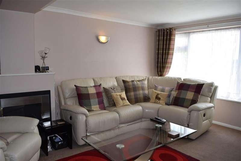 2 Bedrooms Terraced House for sale in Fletcher Road, Staplehurst, Kent