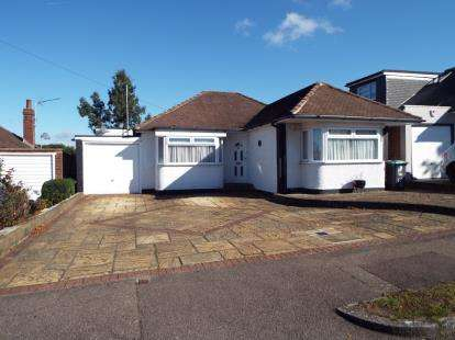 2 Bedrooms Bungalow for sale in The Byway, Potters Bar, Hertfordshire