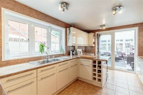 4 Bedrooms Terraced House for sale in Watling Street, Radlett, Hertfordshire