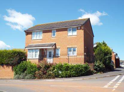 3 Bedrooms Detached House for sale in Paignton, Devon