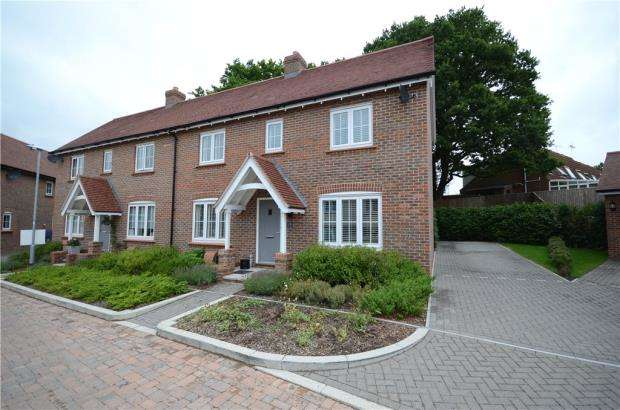 3 Bedrooms Semi Detached House for sale in Morshead Drive, Binfield