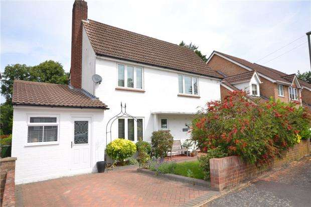 3 Bedrooms Detached House for sale in York Road, Camberley, Surrey