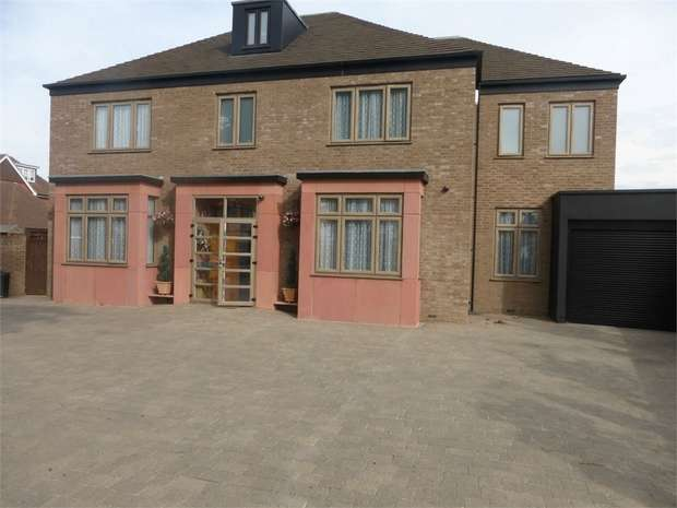 6 Bedrooms Detached House for sale in Norwood Road, Southall, Middlesex