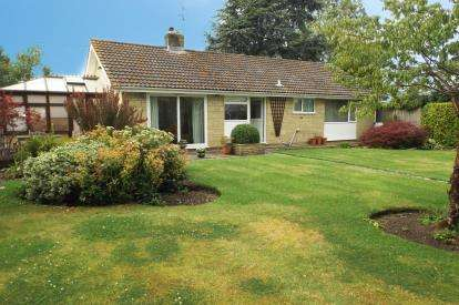 3 Bedrooms Bungalow for sale in Thornford, Sherborne, Dorset