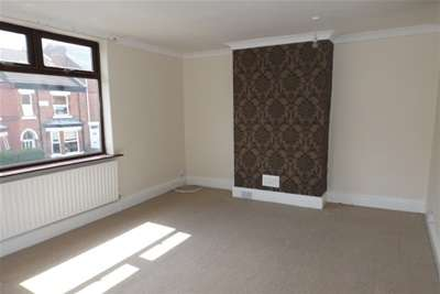 4 Bedrooms Town House for rent in Derbyshire Lane, Hucknall. NG15 7GE