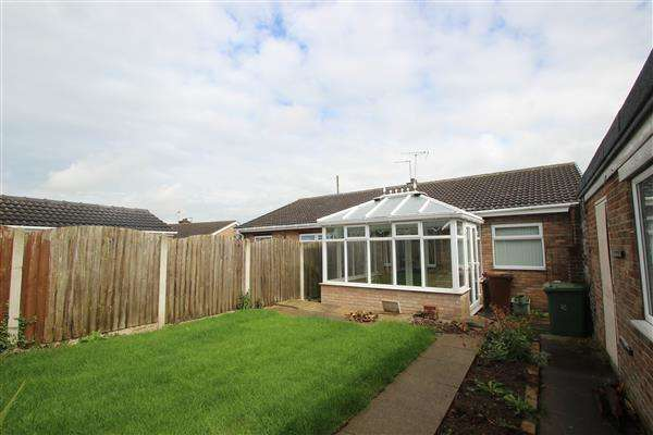 2 Bedrooms Bungalow for sale in Cotswold Close, Hemsworth