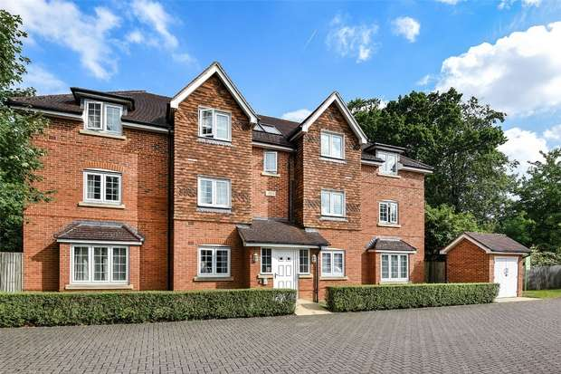 2 Bedrooms Flat for sale in Landen Grove, WOKINGHAM, Berkshire