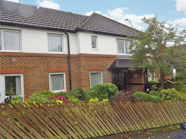 1 Bedroom Flat for sale in Beechwood Gardens, Caterham, Surrey